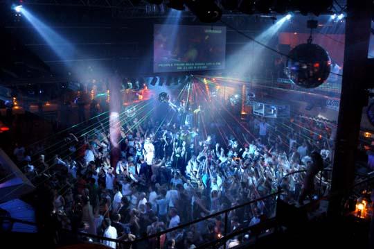 32235-clubbing