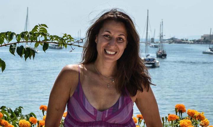 Η συγγραφέας Ιβέτ Μάνεσις