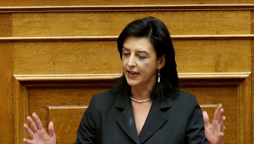 Η Βουλευτής του ΣΥΡΙΖΑ Φωτεινή Βάκη μιλά στην Ολομέλεια της Βουλής κατά τη συζήτηση επίκαιρης επερώτησης, Παρασκευή 23 Σεπτεμβρίου 2016. Επίκαιρη επερώτηση προς τον αναπληρωτή υπουργό Εσωτερικών και Διοικητικής Ανασυγκρότησης αρμόδιο για θέματα Προστασίας του Πολίτη Νίκο Τόσκα κατέθεσαν βουλευτές της Νέας Δημοκρατίας για την έξαρση της εγκληματικότητας στο κέντρο της Αθήνας.  ΑΠΕ-ΜΠΕ/ΑΠΕ-ΜΠΕ/Παντελής Σαίτας