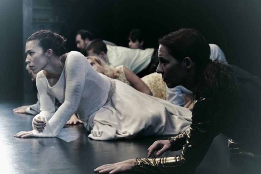Η Ηλέκτρα Νικολούζου στην παράσταση «Αριάγνη»
