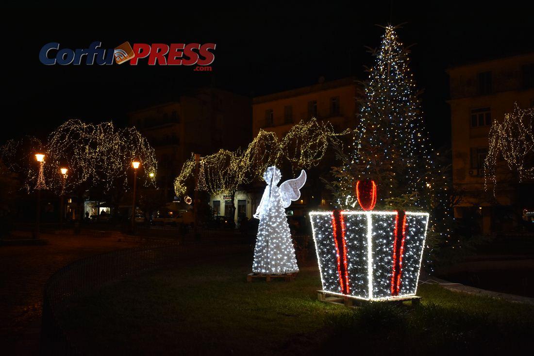 Η Κέρκυρα στολισμένη για τις εορτές των Χριστουγέννων! ΠΛΑΤΕΙΑ ΣΑΡΟΚΟΥ © 2018, CorfuPress.com
