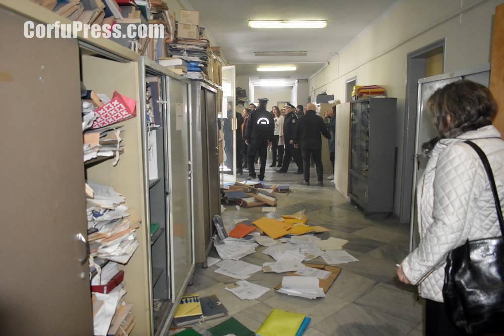 Καταστροφές στον 4ο όροφο της ΠΕ Κέρκυρας (πρ. Νομαρχία)