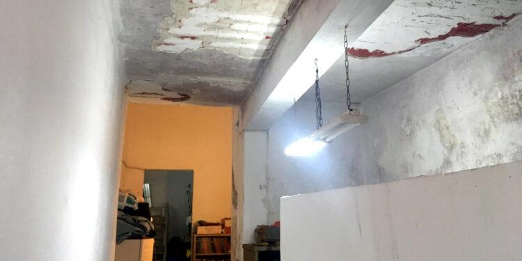Στη φωτό, το παλιό σχολείο στην Κορακιάνα στο οποίο στεγαζόταν το Ειδικό Γυμνάσιο μέχρι πέρσι...