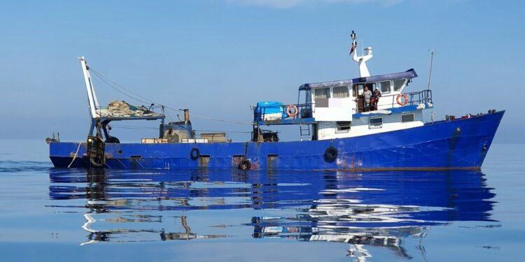 Τον έπιασαν να ψαρεύει παράνομα με αλβανικό σκάφος δυτικά της Κέρκυρας