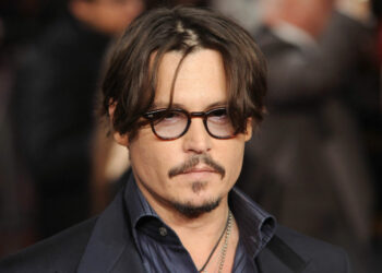 LONDON, UNITED KINGDOM - NOVEMBER 03: Johnny Depp attends The UK Premiere of 'The Rum Diary' at  on November 3, 2011 in London, England. (Photo by Stuart Wilson/Getty Images)